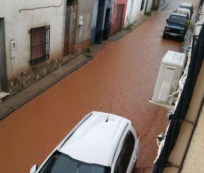 Fuerte tormenta en Carrizosa, donde aguantó el nuevo canal, aunque se desbordó por el fuerte arrastre