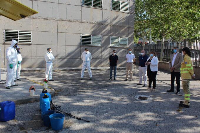 La delegada de la Junta, ha visitado a la patrulla del GEACAM que ha realizado labores de desinfección en Ciudad Real