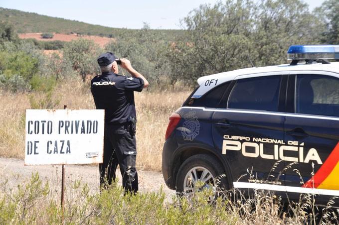 La Policía Nacional detiene en Valdepeñas a dos estafadores por anunciar falsas cacerías a través de Internet