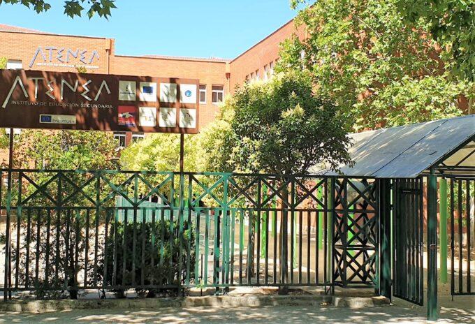 """Un alumno del IES """"Atenea"""" obtiene una beca """"Avenir"""" que concede la embajada francesa para cursar estudios universitarios en el país vecino"""
