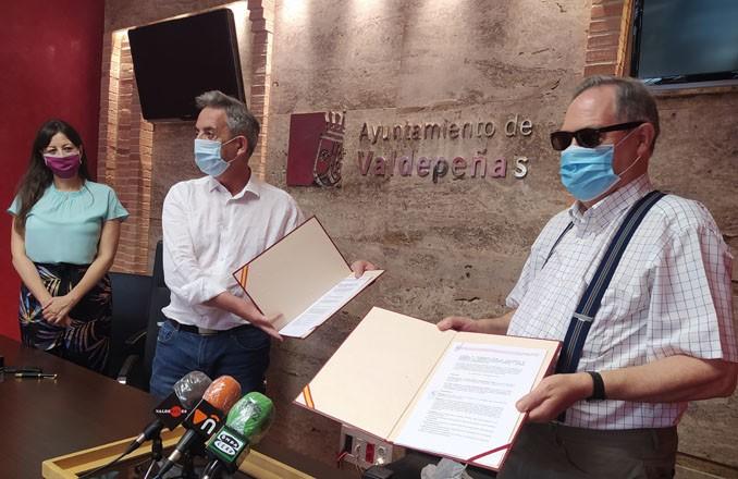 Valdepeñas renueva su convenio para financiar la fisioterapia de mayores en el Centro de Bonillas