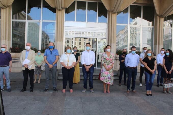 Minuto de silencio en la Plaza Mayor de Ciudad Real por el último asesinato de una mujer den Corral-Rubio (Albacete)