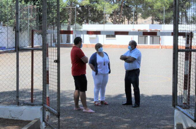 """El Gobierno de Castilla-La Mancha reforma con 21.000 euros la pista polideportiva del colegio """"José María del Moral"""" de Ballesteros de Cva."""