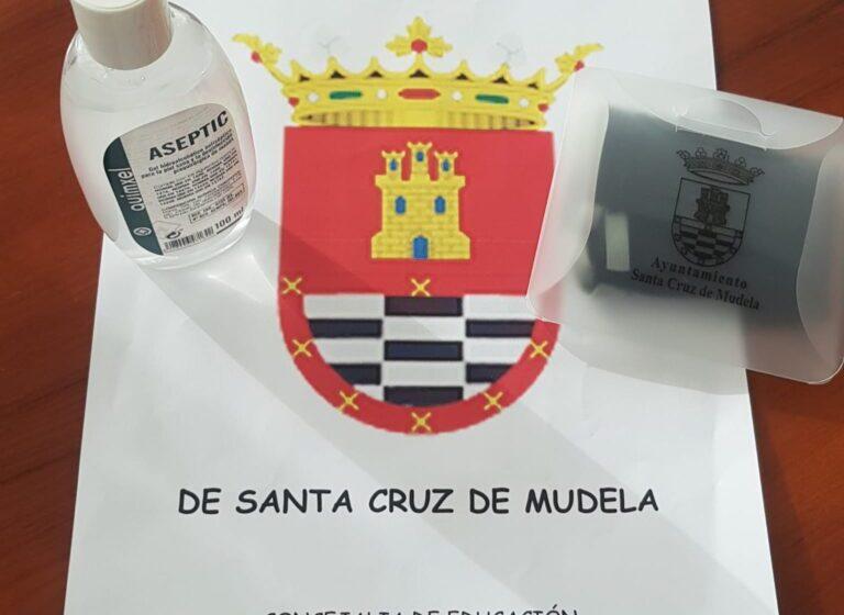 Santa Cruz de Mudela reparte un kit 'anticovid' a los alumnos de los tres centros educativos de la localidad