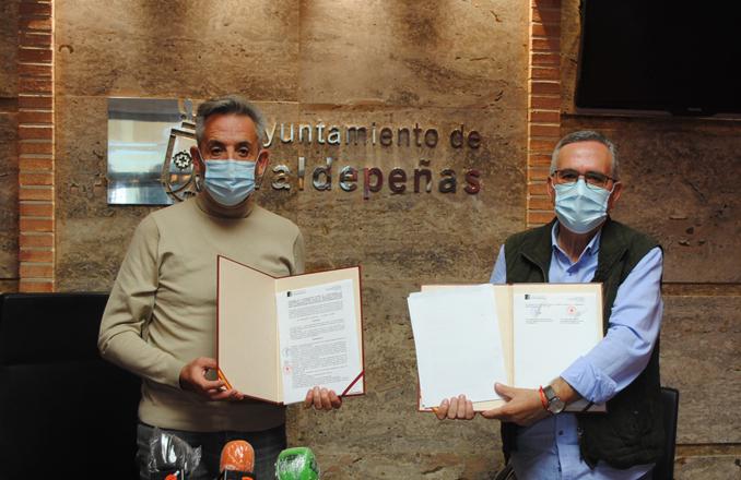El Ayuntamiento firma un convenio con Cruz Roja de 21.000 euros para prestar servicios como el de transporte adaptado