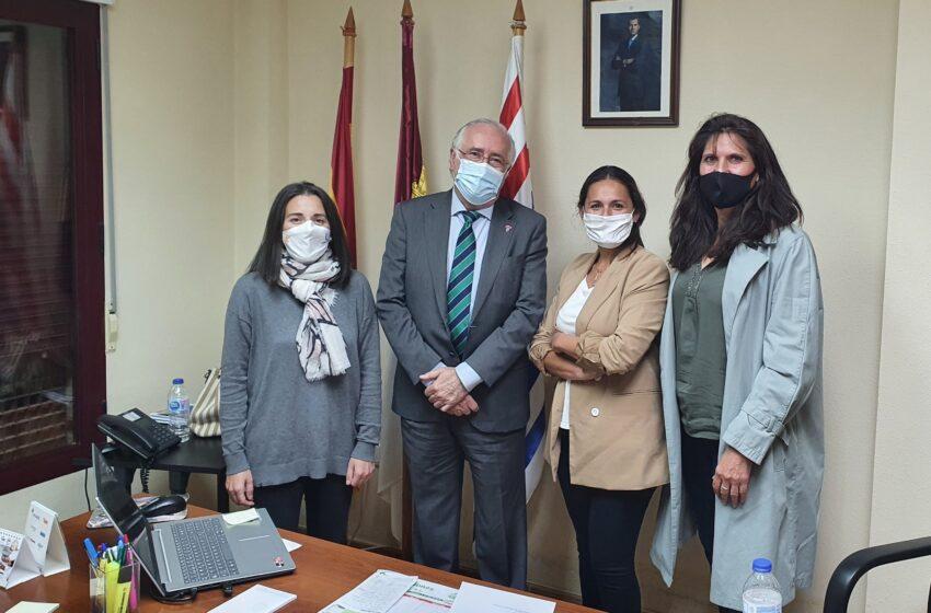 Francisco Pérez Alonso traslada a la alcaldesa de Ruidera el respaldo del Gobierno de CLM a las iniciativas municipales