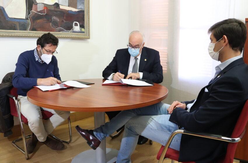 """Firma del convenio de colaboración  entre Ayuntamiento de Manzanares y el IES """"Pedro Álvarez de Sotomayor"""""""