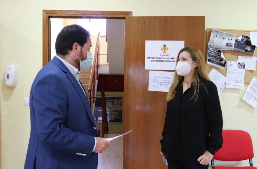 Pablo Camacho visita al Servicio de Orientación e Intermediación Laboral de Manzanares