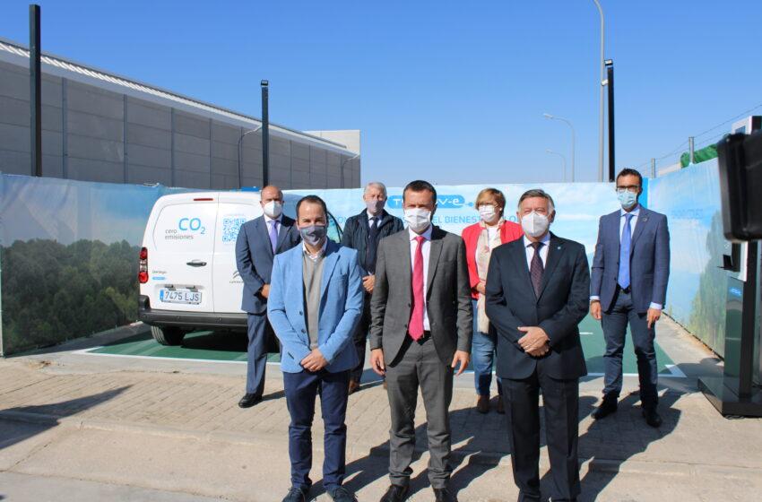 El consejero de Desarrollo Sostenible, José Luis Escudero visita la empresa TECNOVE S.L. en Herencia