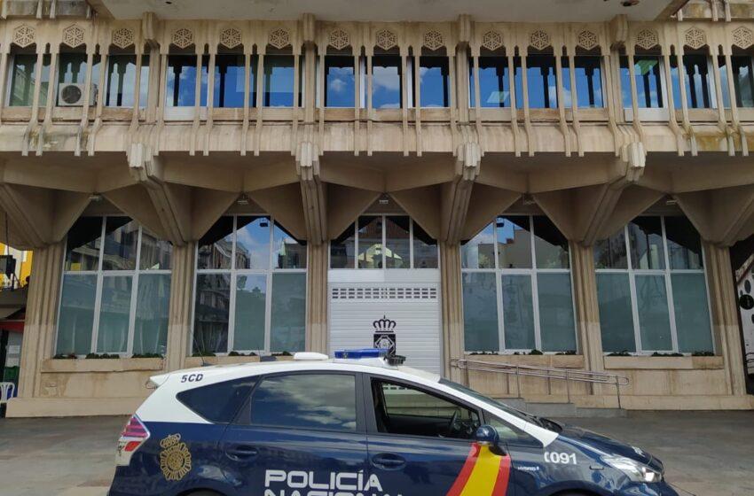 Un Policía Nacional y una Policía Local que estaban libres de servicio impiden un robo con violencia en un establecimiento