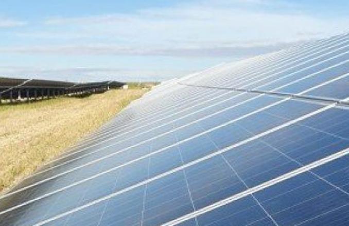 El presidente de Castilla-La Mancha inaugura la planta de energía fotovoltaica 'FV Solaria-Belinchón I' en Belinchón (Cuenca)