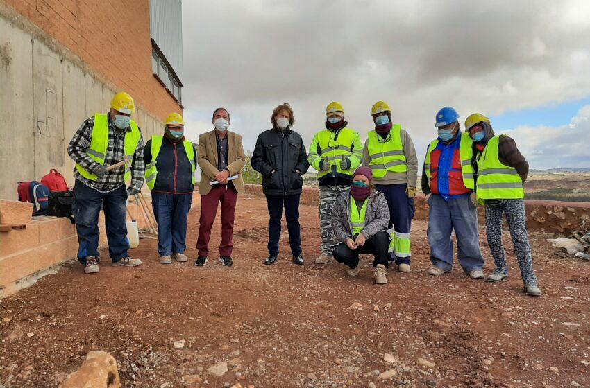 El Gobierno de CLM apuesta por fijar población en Almedina y mejorar la capacitación laboral de 8 alumnos de la localidad