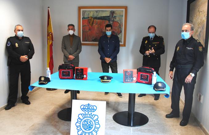 La Policía Nacional incorpora dos desfibriladores móviles en coches patrulla a través de un programa de la Diputación de Ciudad Real
