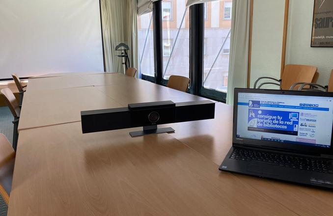 Más de 2.400 personas se beneficiarán del nuevo sistema de videoconferencias del Gobierno regional para mantener las reuniones de los clubes de lectura