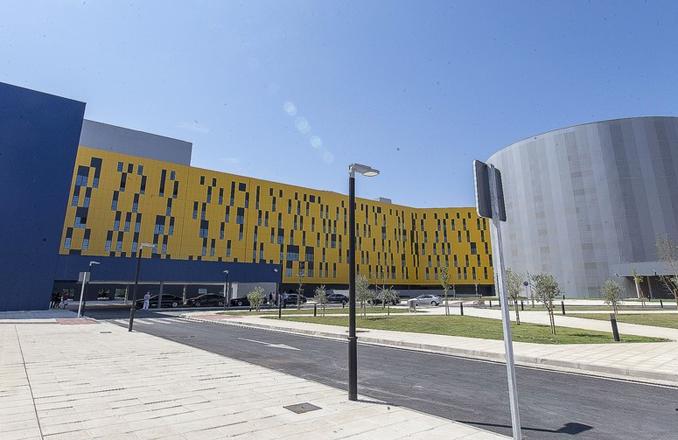 García-Page acompaña a los Reyes de España en el acto de inauguración del Hospital Universitario de Toledo