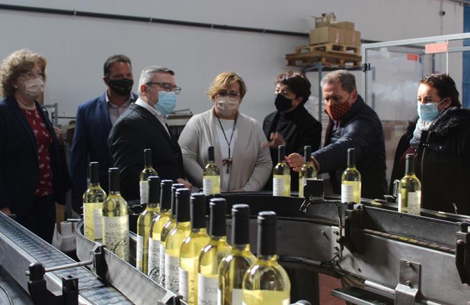 El Gobierno de Castilla-La Mancha respalda proyectos de mejora del sector vitivinícola, transporte y educación en Socuellamos