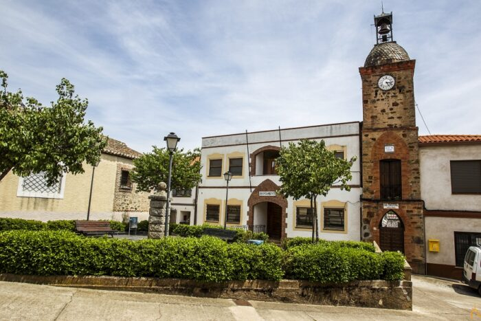 Dotar de puestos de secretarios e interventores a municipios agrupados menores de 2.000 habitantes
