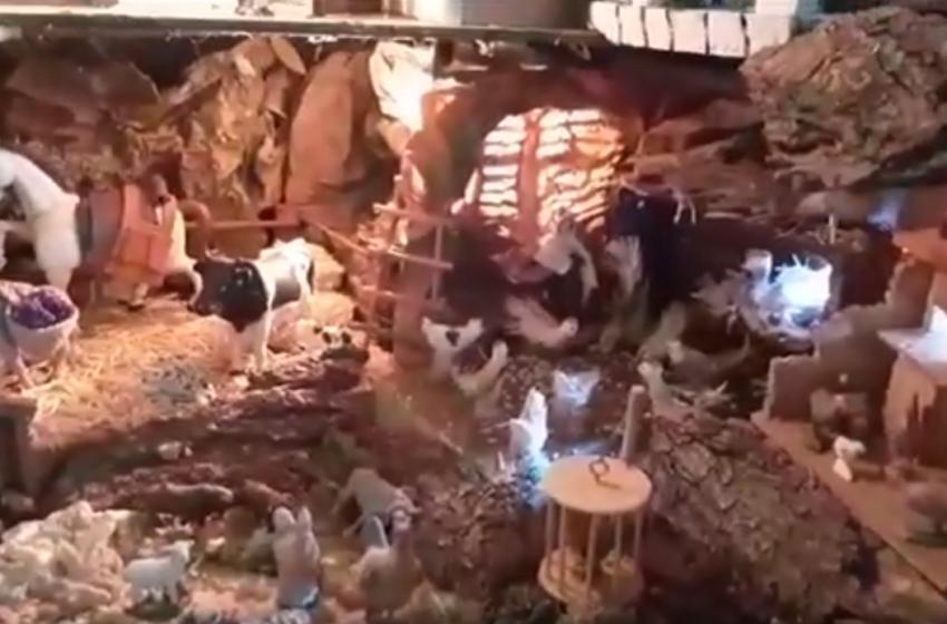 Conchi Díaz del Moral monta su tradicional Belén en Cózar