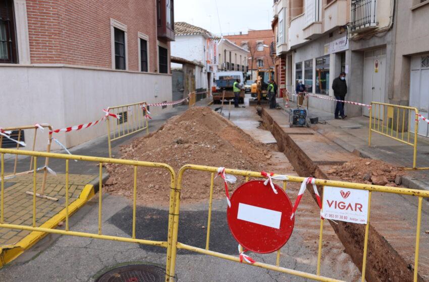 La calle Lope de Vega de Manzanares mejora su red de agua y renovará asfaltado y aceras