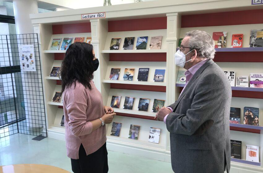 Literatura accesible en el punto de lectura fácil de la biblioteca municipal de Manzanares
