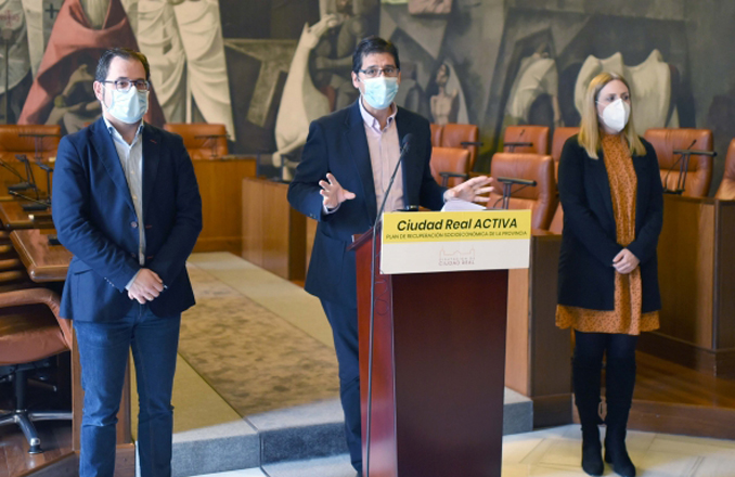 Caballero anuncia ayudas por 1'8 millones para contratar autónomos y pymes desde los Ayuntamientos, subvenciones para digitalización de negocios y mejora de casas rurales
