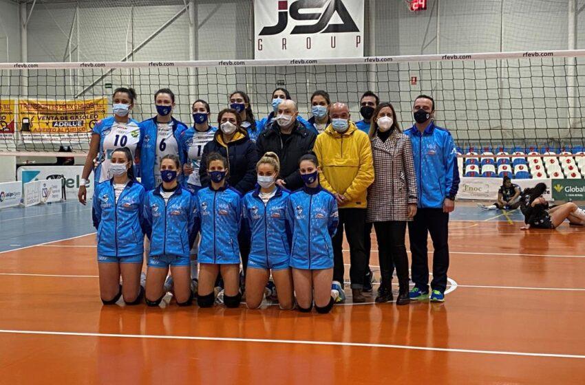 La directora general de Juventud y Deportes, asiste al partido de voleibol femenino entre el 'Kiele Socuéllamos' y el 'Cajasol de Sevilla'