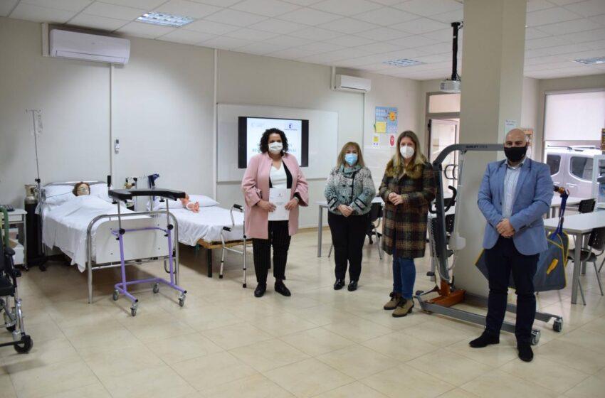 La directora general de Formación Profesional para el Empleo, Marta Roldán, ha visitado la Fundación CERES de Tomelloso