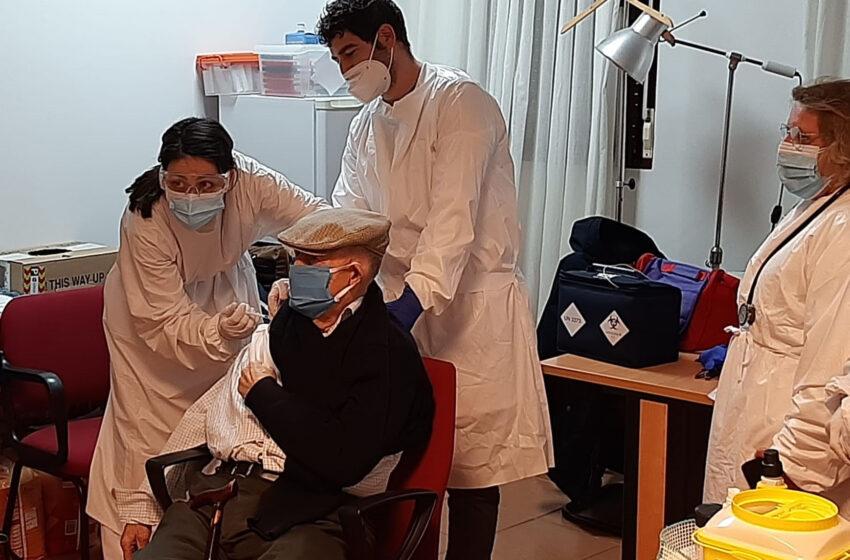 La Residencia de Ancianos «Nuestra Señora de la Soledad» de Cózar la primera del GAI de Valdepeñas en recibir la vacuna contra la COVID-19