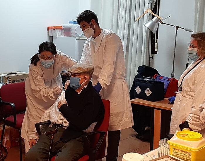 Primer vacunado en Cózar «Jesús Sánchez Sánchez»