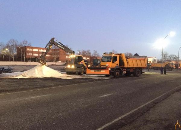 La Diputación moviliza más de 600 toneladas de sal ante el temporal de hielo y nieve que afecta a toda la provincia