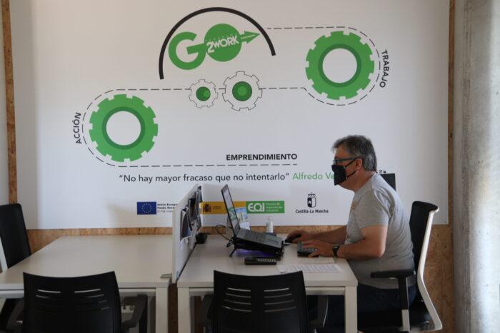 Emprendedor trabajando en el Vivero de Empresas