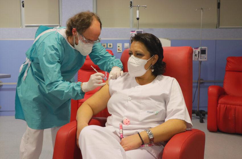 Castilla-La Mancha inicia la vacunación del personal del sistema sanitario