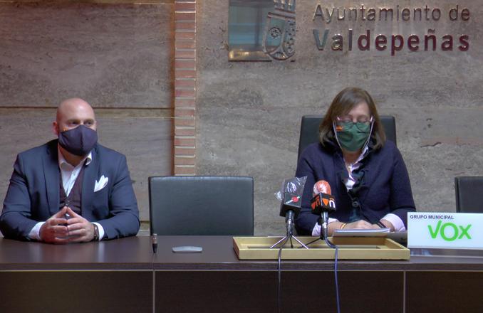 El Grupo Municipal VOX critica que el equipo de gobierno local socialista cobre tasa a las terrazas de los hosteleros