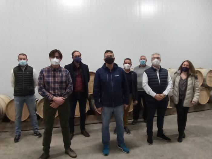 La Junta Directiva de los Amigos del Vino de Valdepeñas visitan Corrales Espinosa Familia Wine