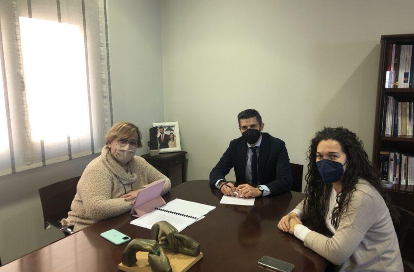 Carmen Olmedo mantiene un encuentro con Santiago Lázaro, alcalde de Campo de Criptana