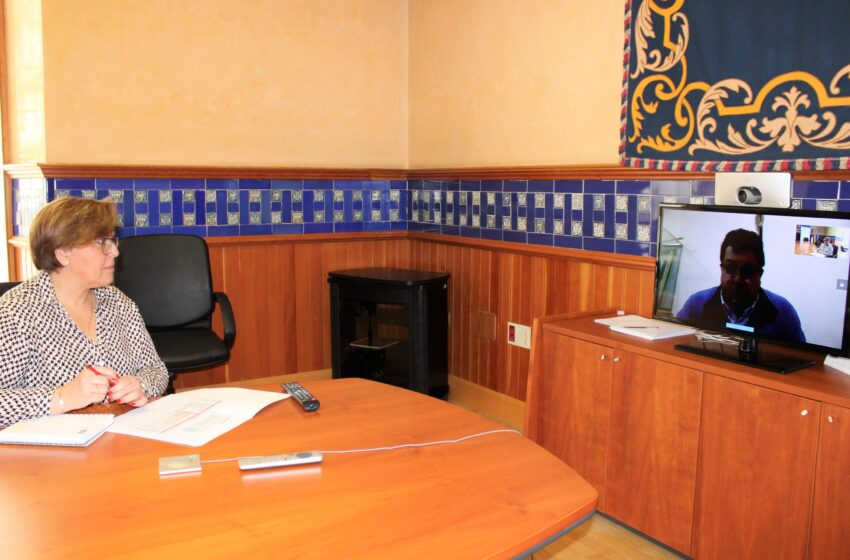 El alcalde de Torrenueva se interesa por las ayudas del Gobierno regional para la contratación de jóvenes titulados en el Ayuntamiento