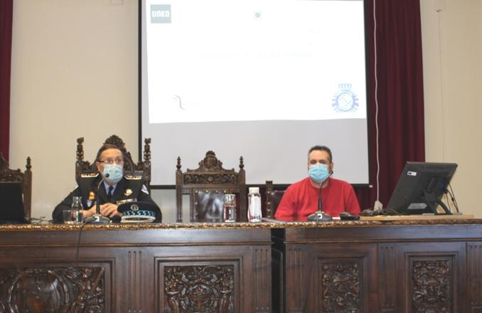 """""""Hablemos de ciberseguridad"""", ha sido el sugerente título de la conferencia que se ha impartido en la UNED, dentro del curso """"expertos en Seguridad y Defensa (E.S.D. NIVEL II)"""""""