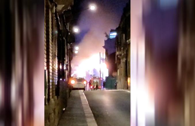 Un incendio calcina una nave en la calle Cantarranas