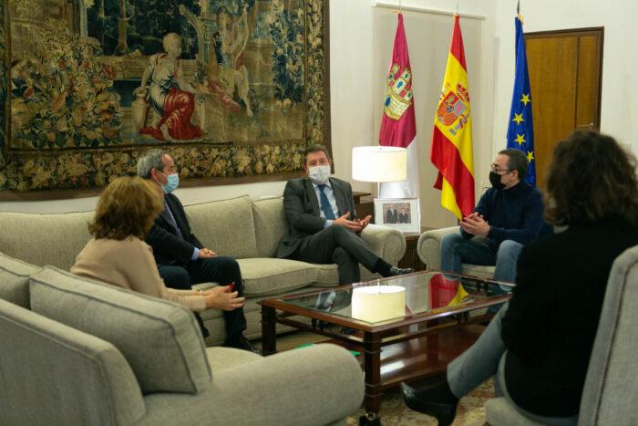 El presidente regional, Emiliano García-Page, se ha reunido con CECAM, CCOO y UGT