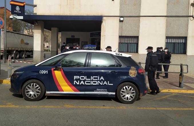 La Policía Nacional detiene a un hombre como autor de un robo con fuerza en una gasolinera y en una empresa de grúas