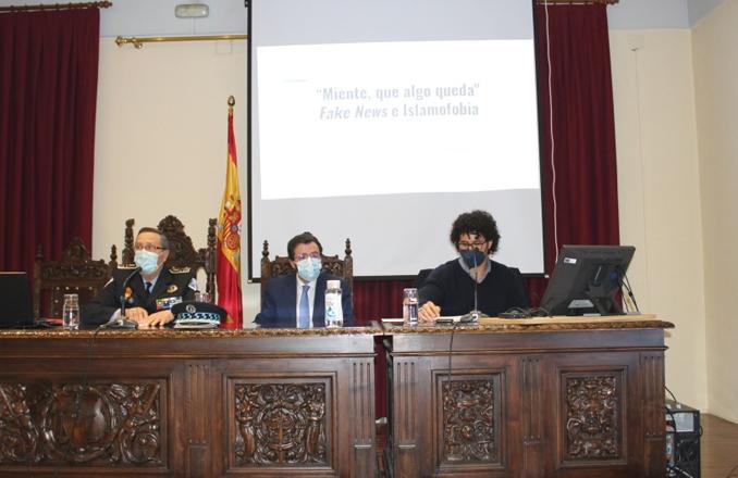 Las fake news y islamofobia a debate, en la conferencia celebrada en la UNED en el marco del curso «Expertos en Seguridad y Defensa»