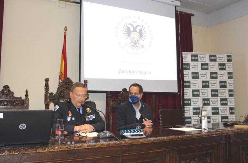 """Conferencia sobre """"El crimen organizado y la genética forense"""" en la UNED de Valdepeñas"""