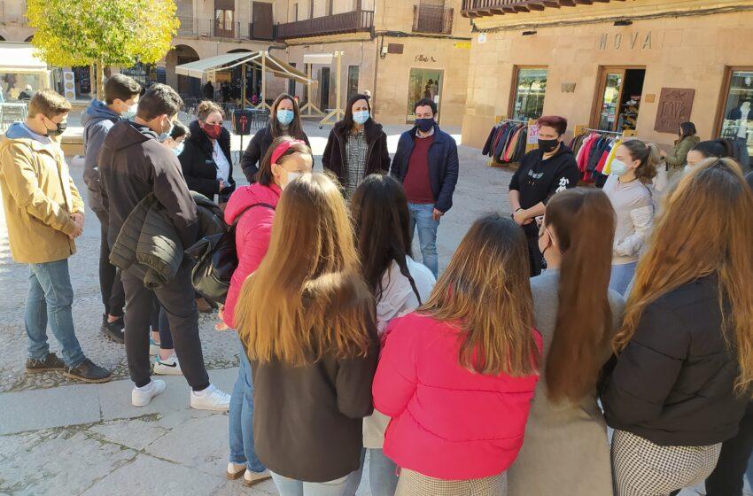 Alumnado del IES Ramón Giraldo conoce el patrimonio artístico y el legado cultural de Villanueva de los Infantes