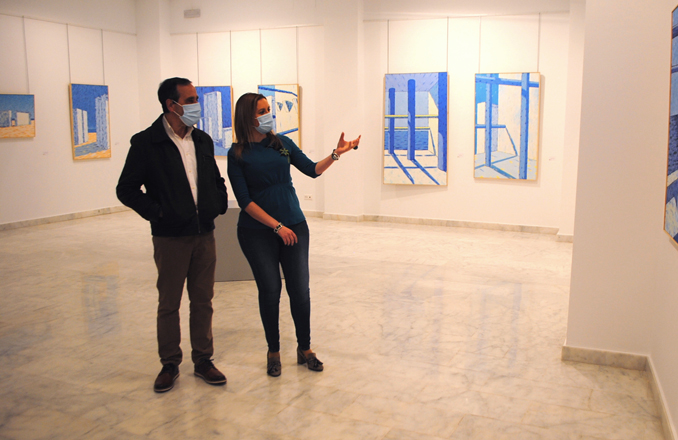 Los tonos azules y el mar, protagonistas de la exposición de Manuel Moreno en La Confianza
