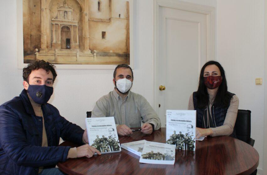 Entrega en Villanueva de los Infantes del libro 'Pedro Echevarría Bravo. Músicas y Etnomusicología en La Mancha'