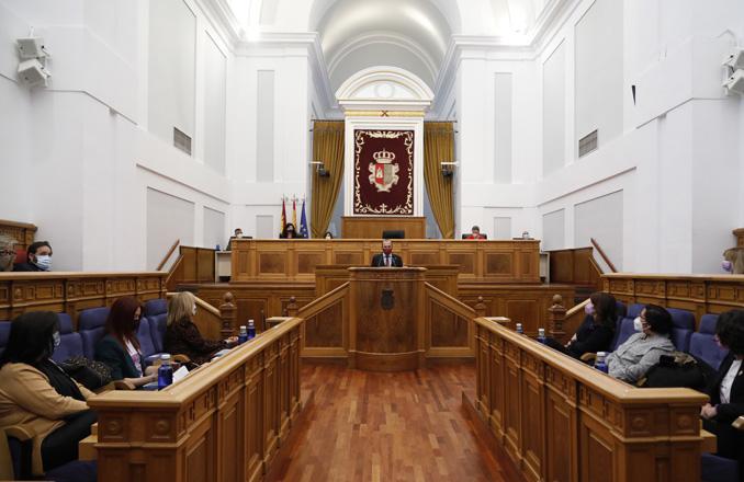 """El presidente de las Cortes regionales destaca que """"los avances en igualdad miden si avanzamos hacia una democracia mejor"""""""