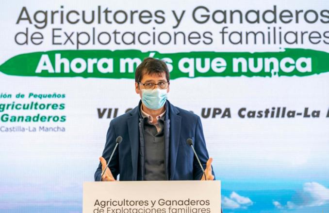 Caballero destaca la importancia de los pequeños agricultores para fijar población en el territorio rural
