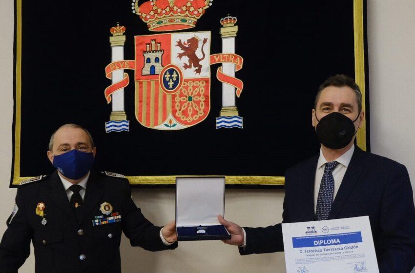 El delegado del Gobierno en Castilla-La Mancha ha recibido la Medalla de Reconocimiento de Servicio en la Pandemia COVID-19