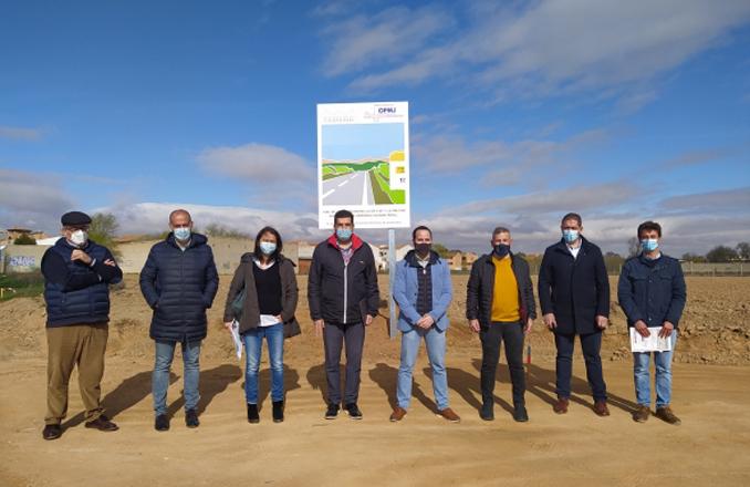 Alcorocho y García Navas inspeccionan el inicio de las obras de la Variante Este de Herencia