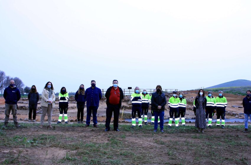El delegado provincial de Economía y Empleo y el alcalde de Granátula visitan los trabajos en el yacimiento de Oreto y Zuqueca